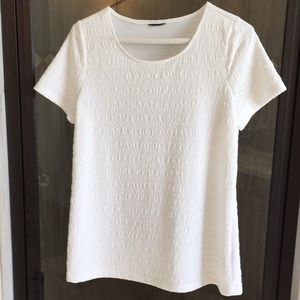 Dressy white T-shirt type top but has no tag